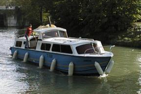 navicanal location de bateaux sur le canal du midi canal des deux mers. Black Bedroom Furniture Sets. Home Design Ideas