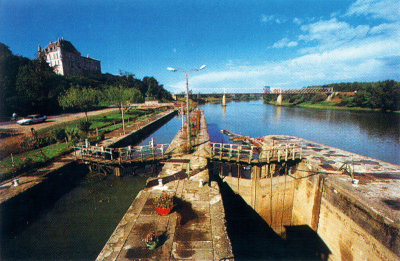 Vue Globale de la 1ere ecluse du Canal du Midi à Castets en Dorthe